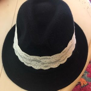 Accessories - Black straw fedora with lace trim